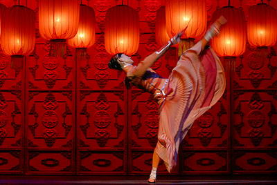 the chinese culture in the 1920s in the film raise the red lantern Red lantern | china | 1920s  raise the red lantern see more » edit box office  this is a masterful film which only gets better on each viewing.